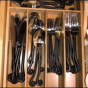 black utensil set